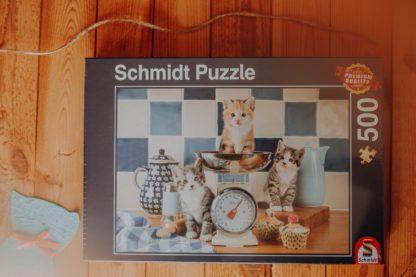 puzzle schimdt koty w kuchni słodkie kociaki przeszkadzające w gotowaniu